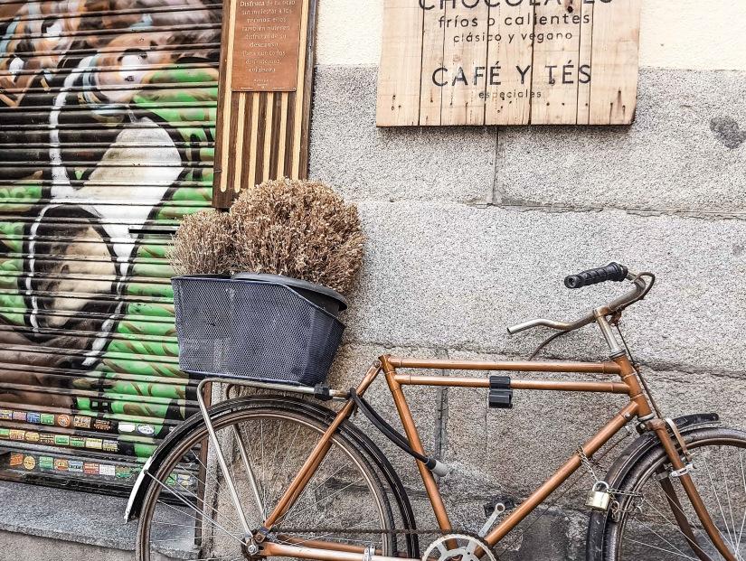 Closed cafe - Madrid_edited