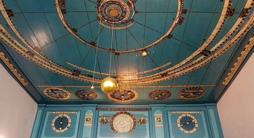 Franeker Planetarium ceiling_edited.jpg