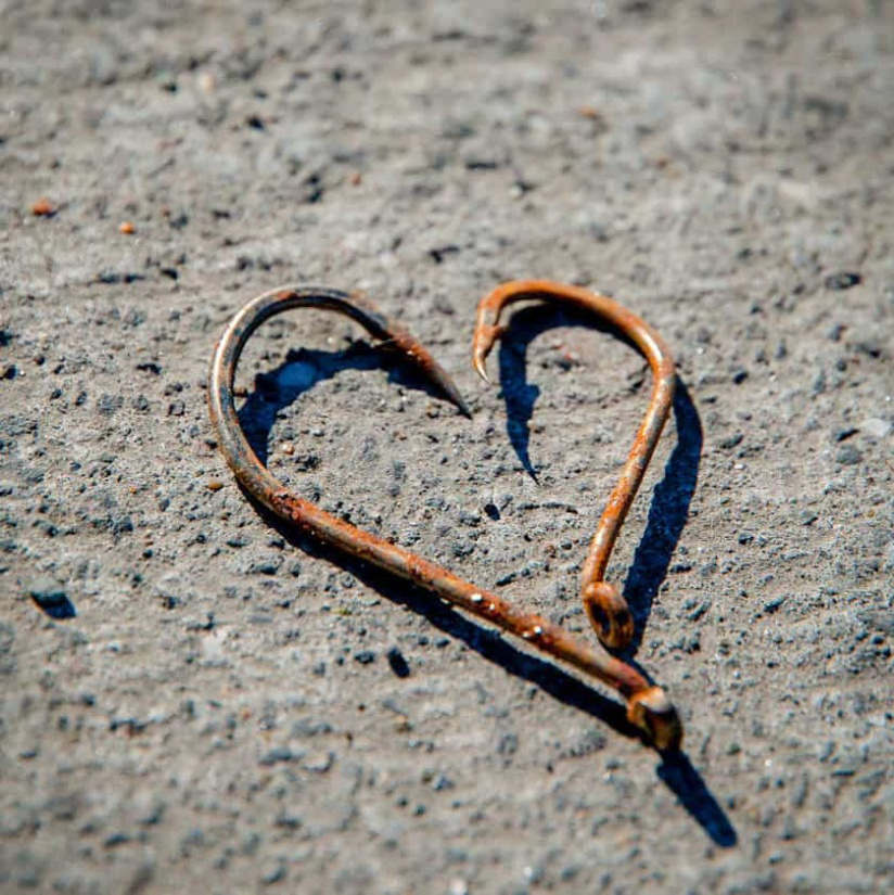 Heart shape out of fish hooks_edited