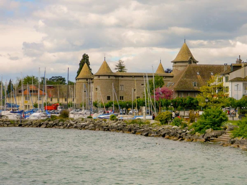 Morges Castle_edited